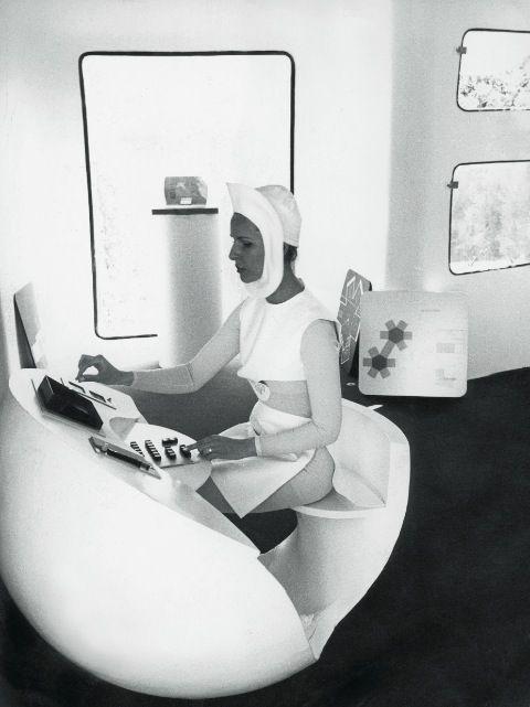 Sputnik-Design-London-Pierre-Cardin-Space-Age